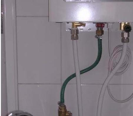 燃气热水器水管图片